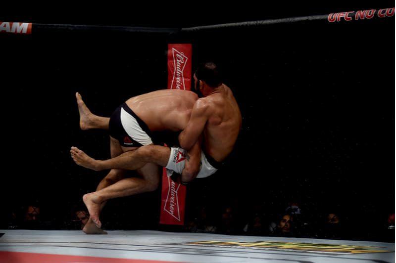 lutadores se enfrentam bodog