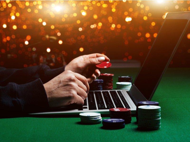 poker online vs en vivo